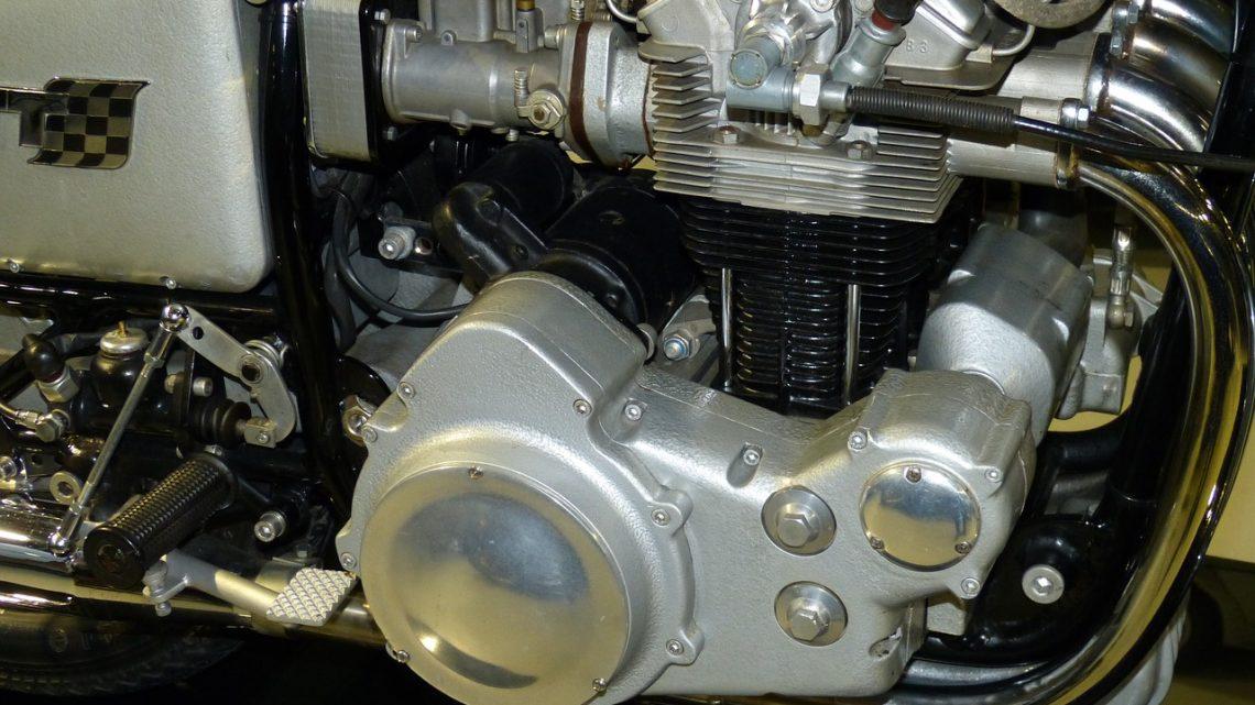 Pour bien choisir l'huile moteur de sa moto